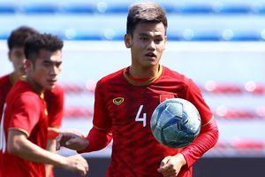 6 cầu thủ U22 Việt Nam tập trước sự chứng kiến của U22 Thái Lan