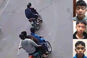 Bắt 5 đối tượng mang tuýp sắt gắn dao nhọn diễu phố ở Long Biên
