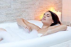 Tắm nước nóng hay nước lạnh tốt hơn cho sức khỏe?