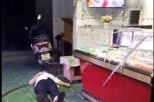 Đang xem đá bóng, vợ chồng chủ tiệm vàng bị cướp dùng búa tấn công