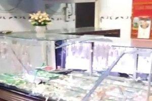 Vợ chồng chủ tiệm vàng ở Bình Định bị cướp đánh trọng thương khi đang xem bóng đá