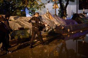 Cảnh sát Pháp dẹp khu trại của người di cư gần Paris