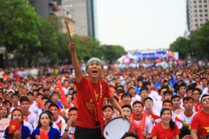 Cổ động viên ở phố đi bộ Nguyễn Huệ ăn mừng khi Tiến Linh ghi bàn