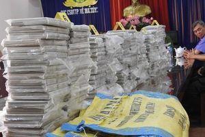 Triệt phá đường dây ma túy cực lớn tại TP HCM, thu 446 bánh heroin