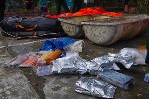 Sau chất nghi ma túy, người dân lại nhặt được vật thể lạ ven biển