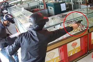 3 nghi phạm tổ chức nổ súng cướp tiệm vàng nhưng... không nhớ mặt nhau