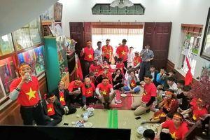 CĐV nhiệt tình 'đổ bộ' vào nhà Quang Hải cổ vũ cho U22 Việt Nam