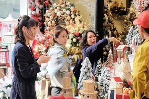 Sôi động thị trường đồ trang trí Giáng sinh