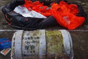 Phát hiện dụng cụ cứu hộ trên bờ biển nghi liên quan đến ma túy trôi dạt