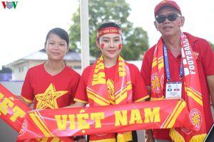 Người hâm mộ nô nức đến sân cổ vũ U22 Việt Nam đại chiến U22 Thái Lan