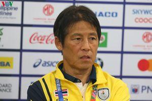 HLV Nishino: 'Trọng tài không nên cho U22 Việt Nam đá lại quả penalty'