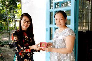 Mua cháo yến Yến Việt, nữ khách hàng bất ngờ trúng 5 chỉ vàng