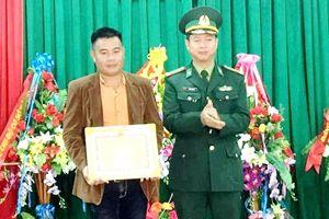 Khen thưởng công dân giao nộp ma túy trôi dạt