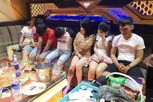Dân chơi phê pha ma túy trong quán karaoke liên tiếp rủ nhau 'lên phường'