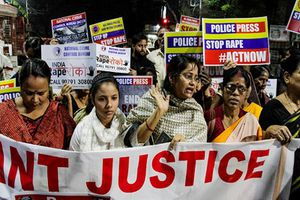 Chấn động vụ thiêu sống nạn nhân hiếp dâm đang trên đường đến tòa