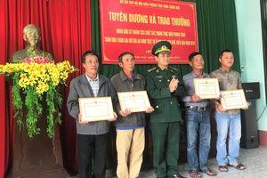 Tuyên dương 4 người dân tự giác giao nộp ma túy nhặt được ở bờ biển Thừa Thiên Huế