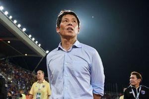 Báo Hàn Quốc 'soi mói' chuyện lương bổng của HLV Thái Lan