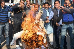 Ấn Độ: Một phụ nữ bị châm lửa đốt bởi hai nghi phạm hiếp dâm