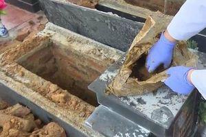 Vụ 13 mộ liệt sĩ ở Bắc Kạn toàn đất đá: Có gia đình tự đào sâu và lấy được xương cốt