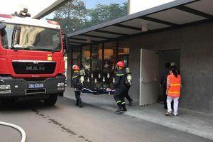 Cứu 4 người mắc kẹt trong đám cháy giả định tại Bệnh viện Việt Pháp Hà Nội