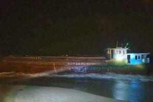 Tàu hàng không người lái nghi của Trung Quốc trôi vào ven biển