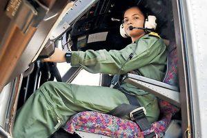 Cô gái 24 tuổi là nữ phi công đầu tiên của hải quân Ấn Độ
