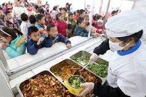 'Bóng ma' thực phẩm bẩn len lỏi trong bữa ăn của học sinh