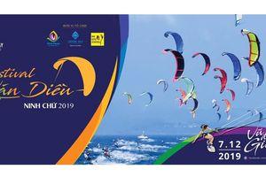 'Đại tiệc' lướt ván diều biển Ninh Chữ