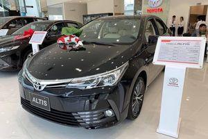 Có 800 triệu, chọn mua Toyota Altis 2019 mới hay Mercedes A250 AMG 2014?