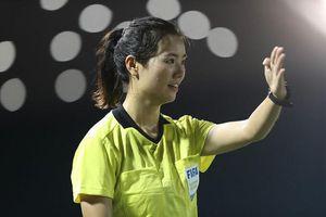 Vẻ cuốn hút của nữ trọng tài bóng đá ở SEA Games 30