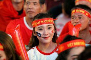 Những bóng hồng tiếp lửa cho U-22 Việt Nam trong đêm bán kết