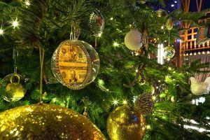 Cận cảnh cây thông Noel đắt nhất thế giới trị giá hơn 365 tỷ đồng