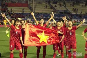 Tặng học bổng nghề cho đội tuyển bóng đá nữ Việt Nam