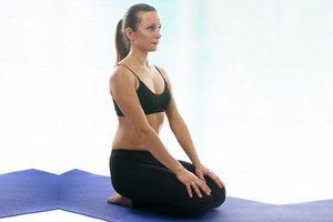 Tin được không? 5 tư thế yoga này có thể giúp bạn trị tóc bạc sớm hiệu quả hơn cả dùng thuốc
