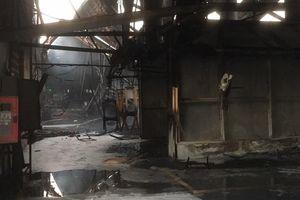 Đốt rác sau xưởng mùn cưa gây cháy rụi công ty sản xuất đồ gỗ 2.000m2 ở Bình Dương