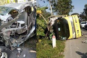 Ô tô bán tải nát bét sau cú đối đầu xe tải, 3 người tử vong