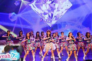 Nhóm nhạc 'triệu đô' chuẩn bị hơn 100 bộ trang phục cho mini show, fan 'đại gia' bao vé tầng 2 để đập tay với thần tượng