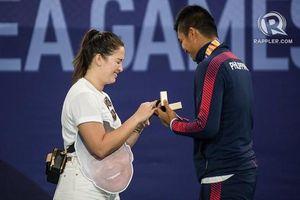 Tay vợt Philippines cầu hôn bạn gái sau khi nhận HCB SEA Games 30