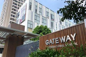 Bé trai 6 tuổi chết trong xe ô tô: Vì sao hiệu trưởng trường Gateway vô can?