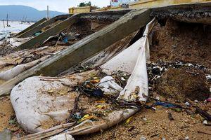 Kè sông 12 tỷ mới hoàn thành đã bị sóng đánh vỡ