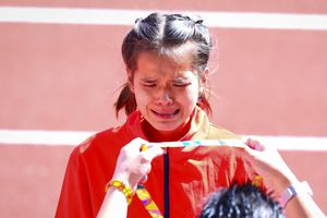 Không chỉ cầu thủ, các VĐV nữ cũng rơi nước mắt vì thi đấu quả cảm