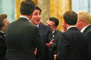 Ảnh ấn tượng trong tuần (2-9/12): Các nhà lãnh đạo NATO 'buôn chuyện' và thông điệp từ Triều Tiên