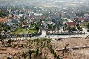 Quảng Ninh: Lạ lùng 'phạt cho tồn tại' ở 'xóm biệt thự' không phép