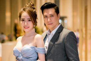 Việt Anh tình tứ xuất hiện bên người tình tin đồn Quỳnh Nga