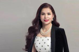 Bà Lê Hoàng Diệp Thảo thưởng tuyển nữ Việt Nam 100 triệu đồng và 1 năm uống King Coffee