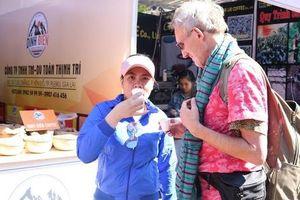 Nhiều du khách thích thú tham quan lễ hội cà phê tại Gia Lai