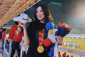 Bạn gái Văn Hậu, vợ Hùng Dũng vui mừng khi U22 Việt Nam giành HCV