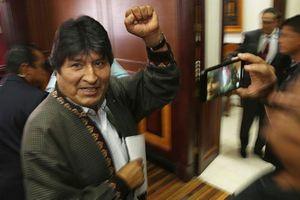 Cựu Tổng thống Bolivia điều hành chiến dịch tranh cử từ nước ngoài