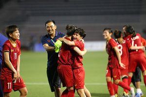 Tuyển nữ Việt Nam được ở lại Philippines cổ vũ thầy trò HLV Park