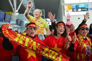 Hàng ngàn cổ động viên đáp máy bay qua Manila tiếp lửa U.22 Việt Nam